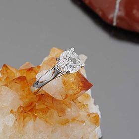 银色简洁皇家宝石银戒指